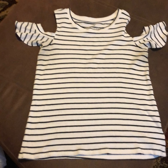 American Eagle Outfitters Tops - Flutter sleeve tee